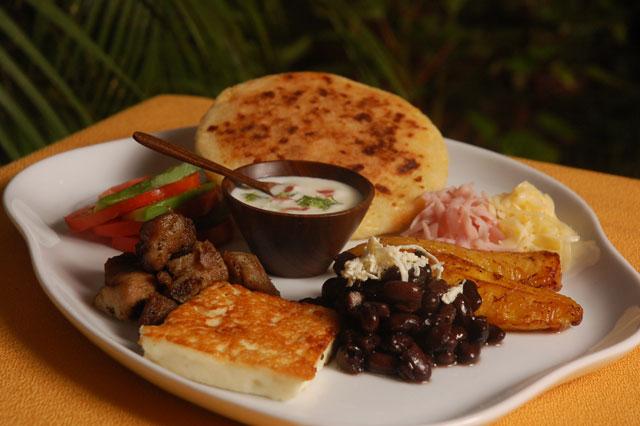 El típico pabellón venezolano es de nuestros platos predilectos. También se consume con mucha frecuencia en Lara. Foto cortesía de Cortulara