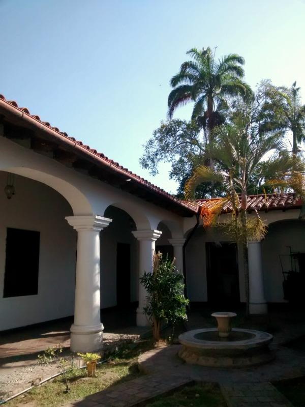 La hermosa infraestructura colonial del Centro de Historia Larense contrasta con el deterioro de sus instalaciones.