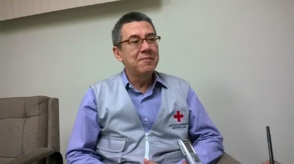 El licenciado Pedro Emilio Díaz precisa que la labor de la Cruz Roja es prevenir y aliviar el sufrimiento humano.