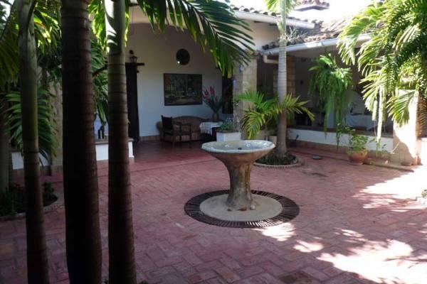 Patio interior de La Solariega, típico de las edificaciones coloniales.