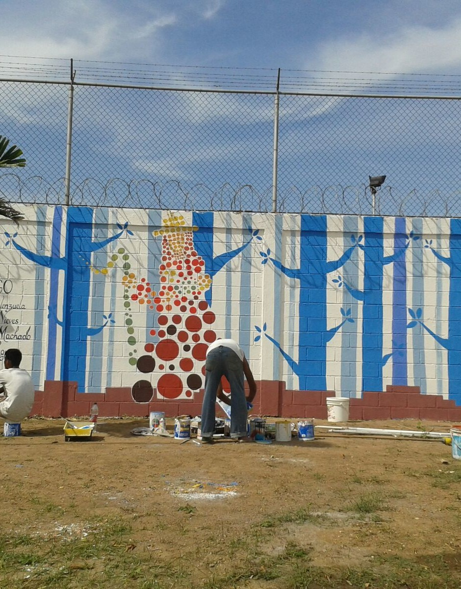 Mural de Proyecto Crepusculo con jóvenes recluidos